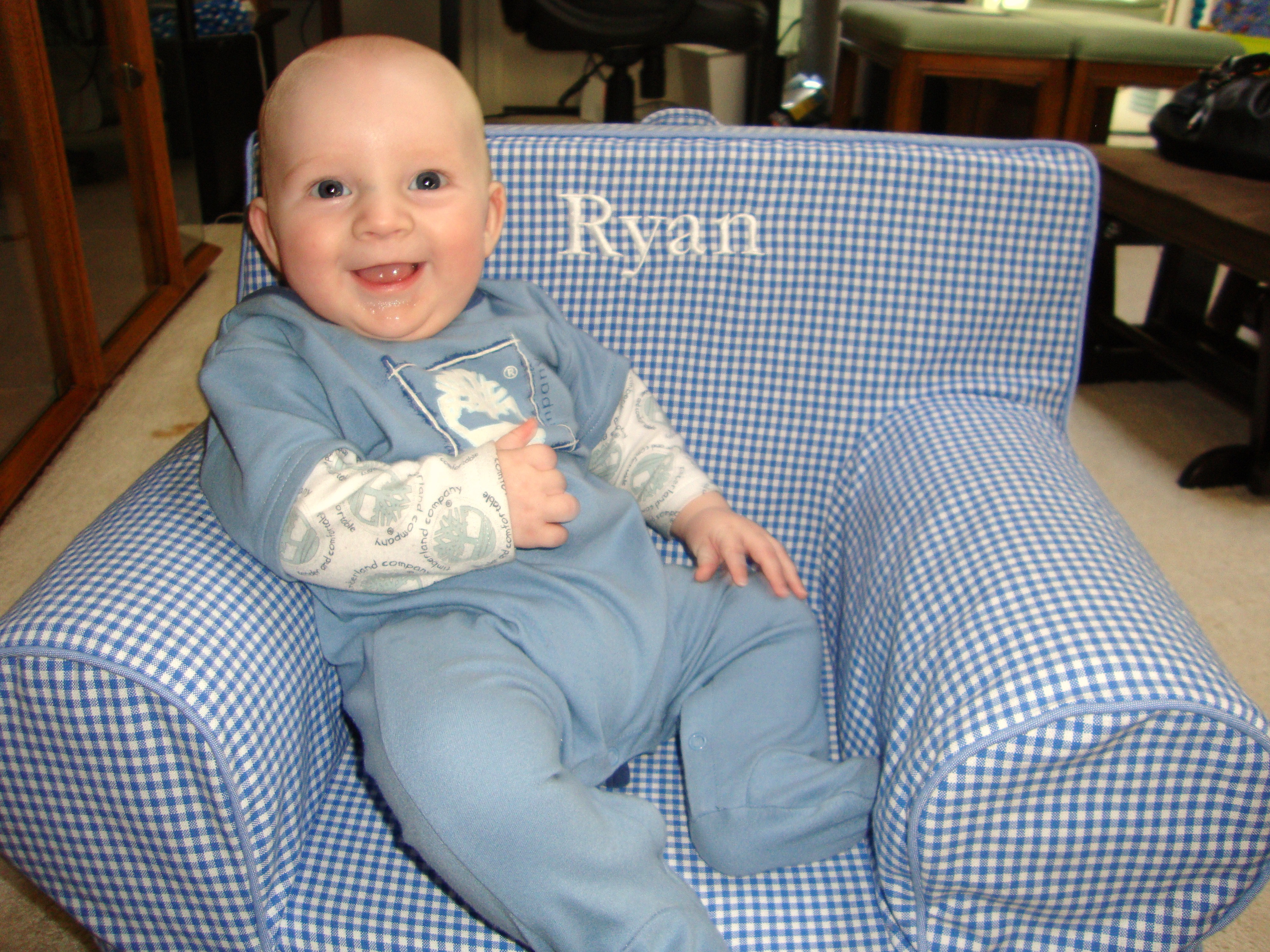 Happy 4 months, little man! - Baby Dickey | Chicago, IL Mom